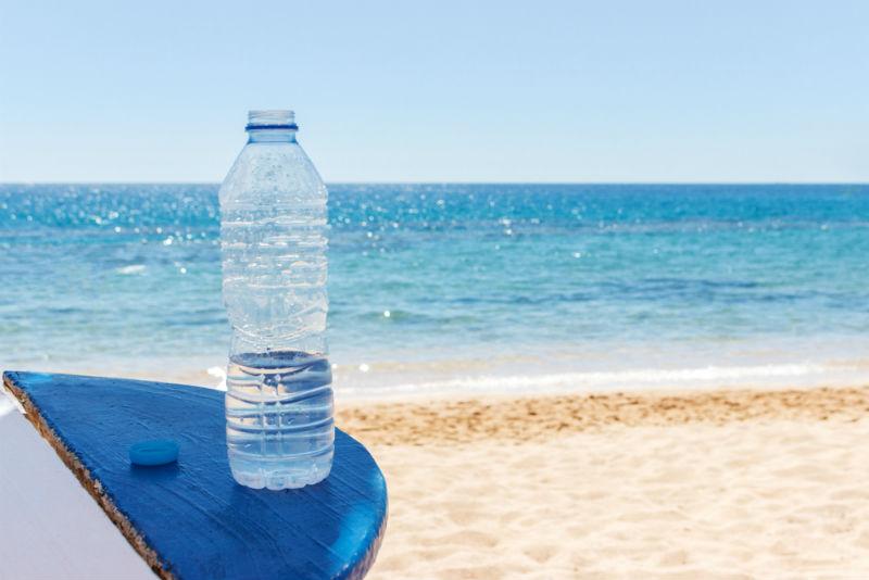 חוף הים בבת ים. חשוב להקפיד על שתייה