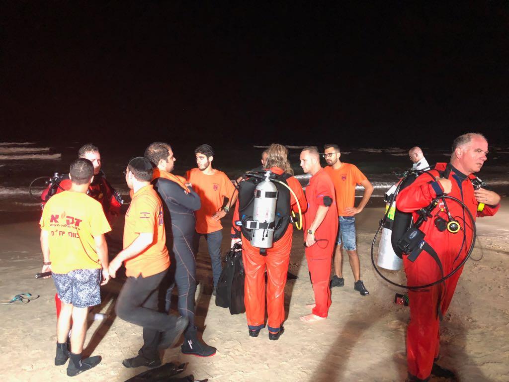 """חיפושי משטרת ישראל וזק""""א אחר הנעדרת בחוף ירושלים בת ים (צילום: זק""""א)"""