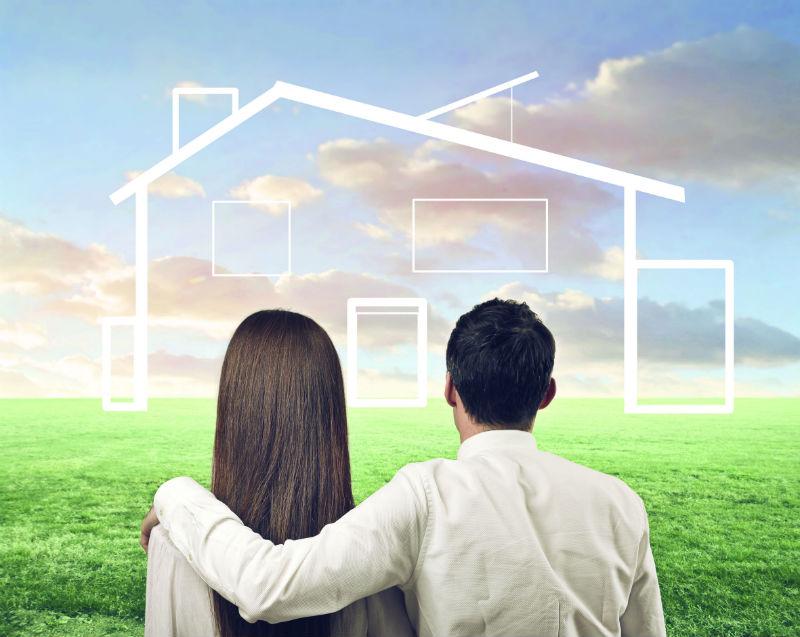 זוג צעיר חולם על דירה