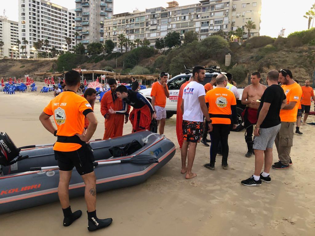 """חיפושי משטרת ישראל וזק""""א אחר הנעדרת בחוף ירושלים בת ים"""