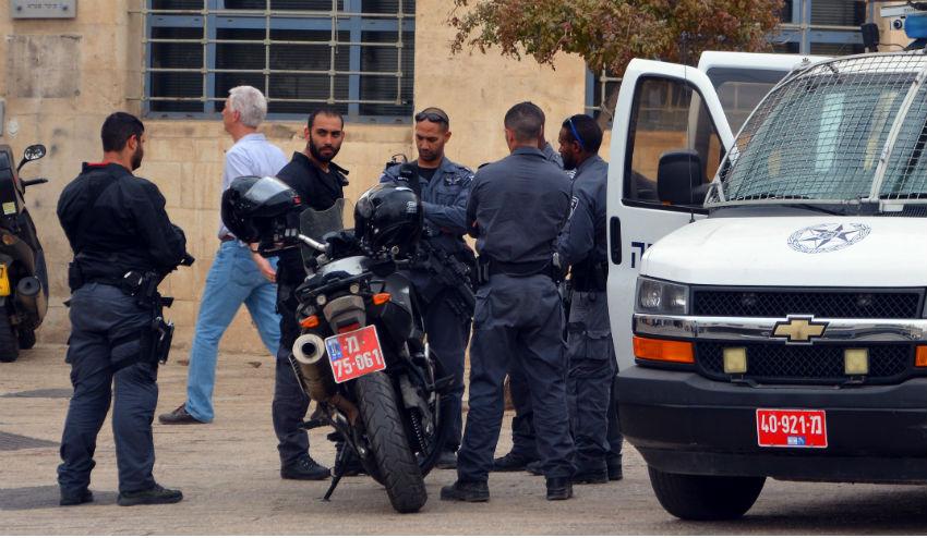 משטרה שוטרים ניידת