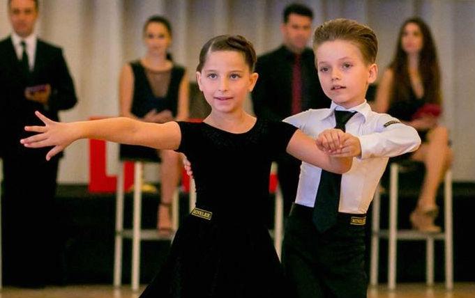 קריסטיאן בוגודלני אלוף הארץ לריקודים סלוניים יחד עם בת זוגתו נטע קליגר