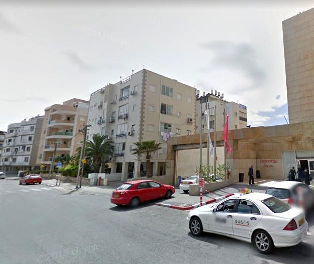 מלון לאונרדו והבניינים הסמוכים (צילום: גוגל מפס)