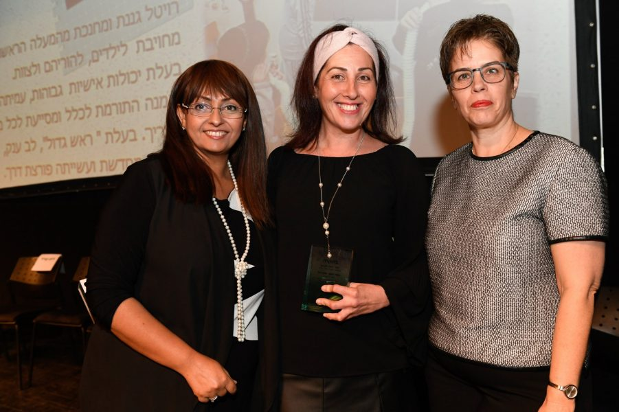 זיו חורב, רויבל זילברמן והמפקחת רונית נגר (צילום: משרד החינוך)