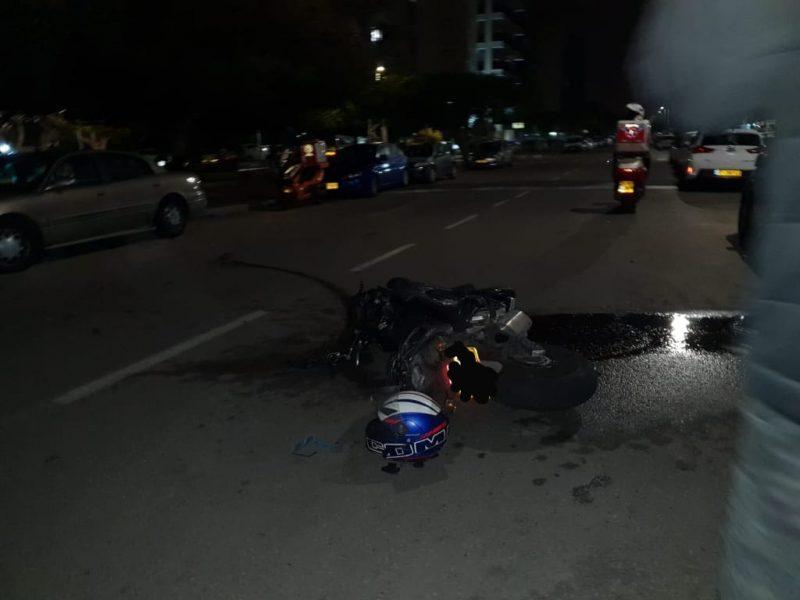 תאונת דרכים, אופנוע התנגש ברכב חונה (צילום: איחוד הצלה)