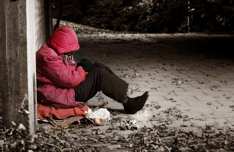 אישה חסרת בית, אילוסטרציה (צילום: shutterstock)