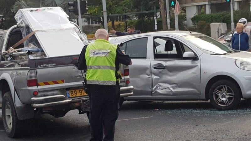 תאונה ברחוב כצנלסון (צילום: אביחי חיים)
