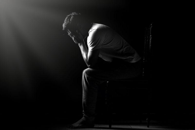אילוסטרציה: צעיר בודד ייאוש דיכאון
