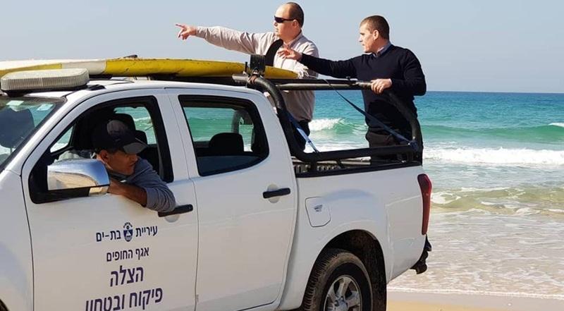 סגן ראש העיר, ירון לוי וראש העיר צביקה ברוט בסיור בחופים