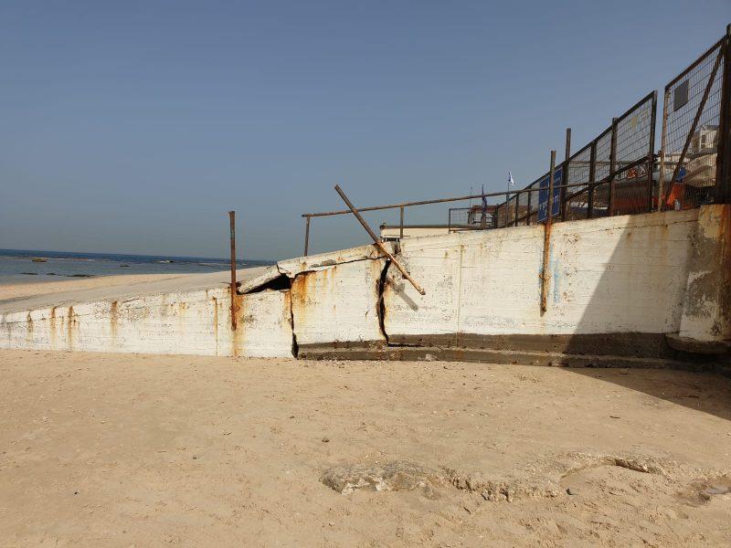 הרמפה השבורה בחוף בת ים
