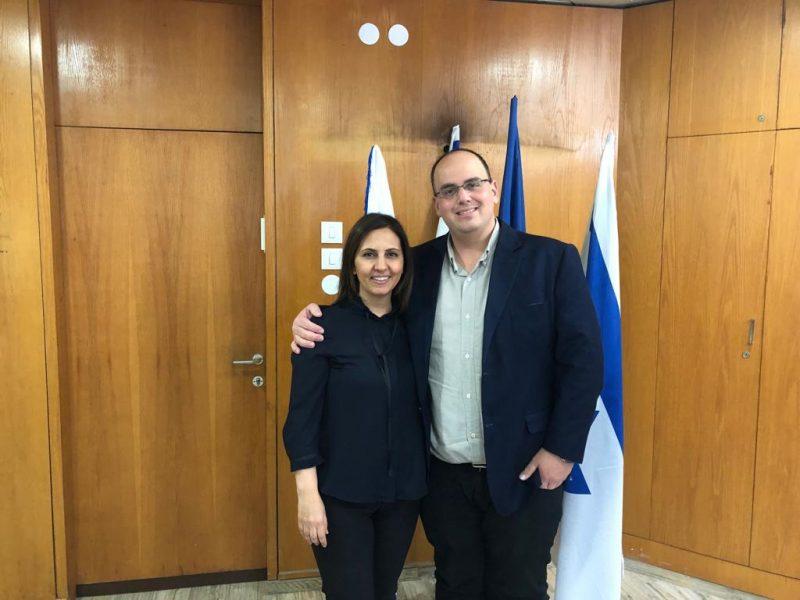 ראש העירייה צביקה ברוט והשרה גילה גמליאל