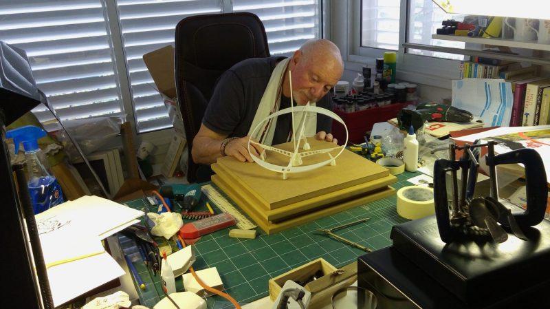 מודל שעון השמש בתהליך העבודה (צילום: נעמי ר. עזר)