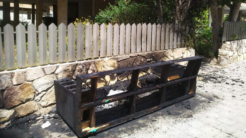 השריפה ברחוב חשמונאים, כעת אין חשמל בבניינים צילום: יורם לוי