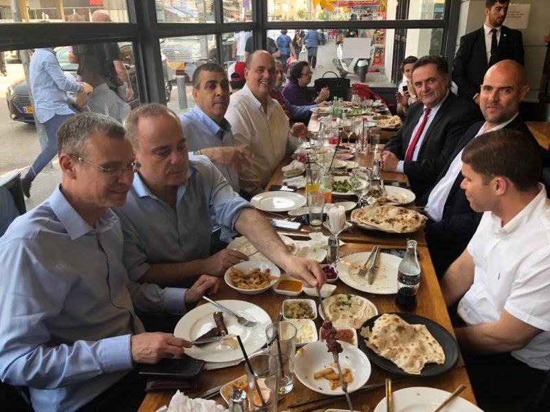 השרים וח''כ אמיר אוחנה התכבדו בארוחה יחד עם ראש העיר יו''ר סניף הליכוד, ששון אליהו