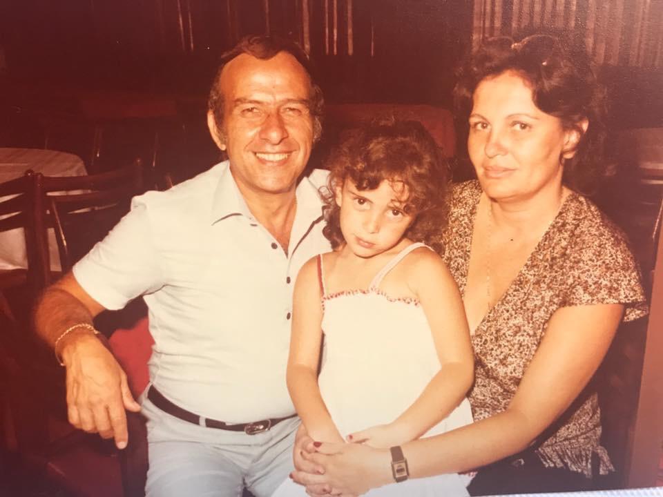 אסתר ואלברט פירון עם בתם. צילום מתוך הפייסבוק