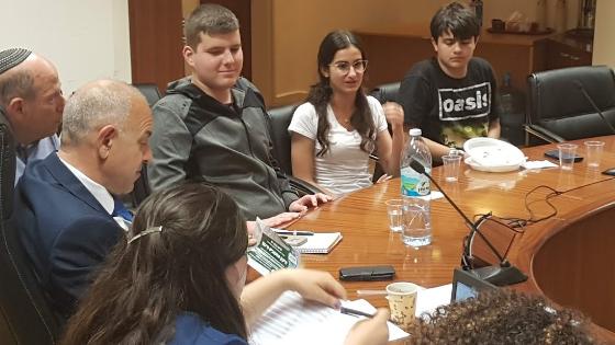 נציגי הנוער הבת ימי בפגישה עם מנכ''ל משרד החינוך (אסף לוי)