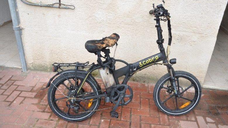 האופניים שעלו באש צילום: ניסים אבו חצירה