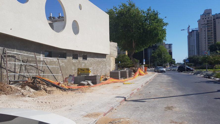 בניית הגן החדש שהוזנחה ברחוב הנביאים (צילום: אביחי חיים)