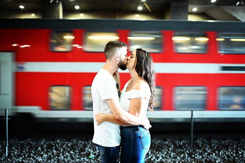 זוג ברכבת. צילום: שימי בר