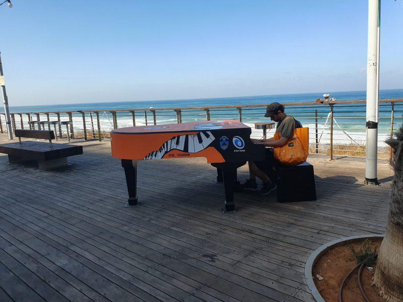 הפסנתר בטיילת. צילום: השקמה