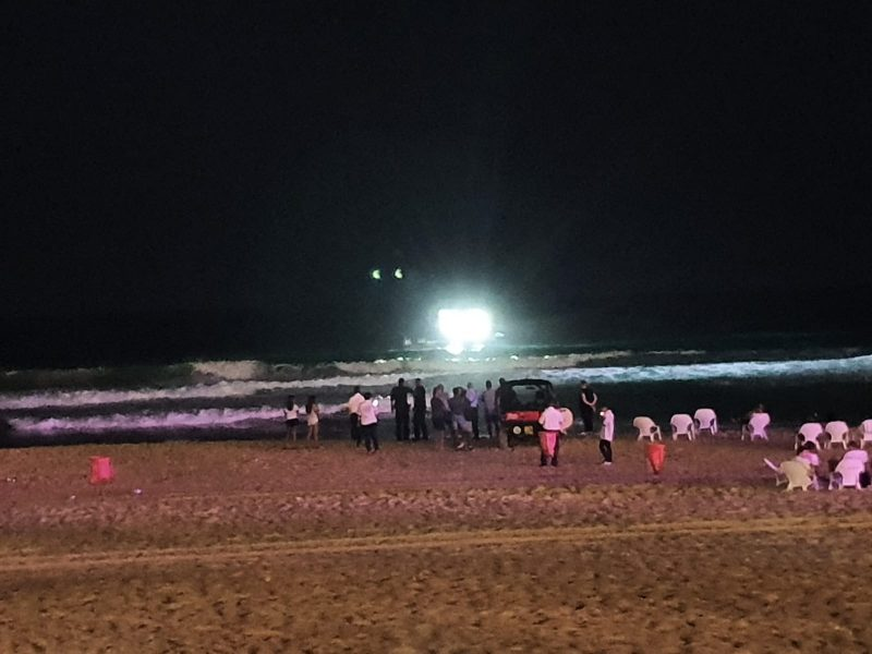 טביעה בחוף בת ים. צילום: איתמר דרופמן