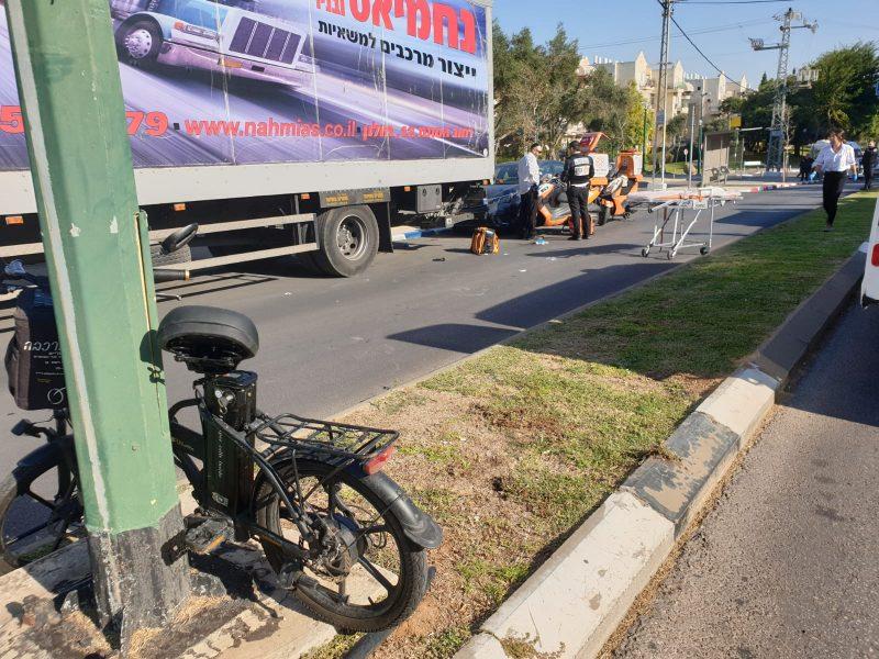 תאונה רוכב אופניים ומשאית