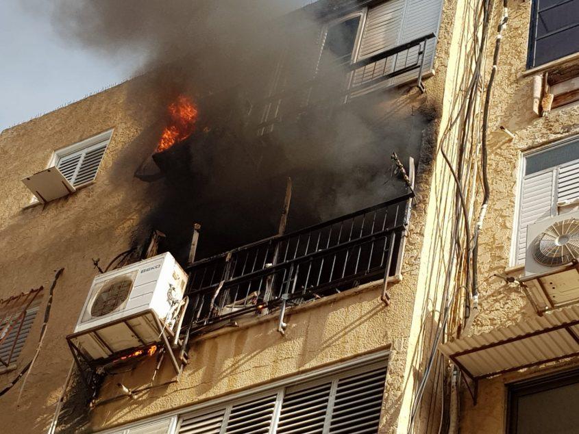 שריפה בבניין מגורים בת ים