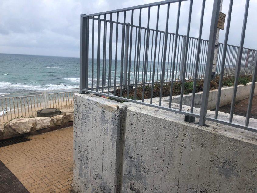גדר חדשה בטיילת בת ים