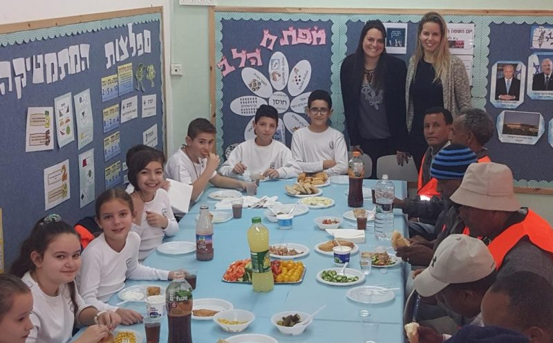 תלמידי סוקולוב בארוחה מפנקת לעובדי הניקיון