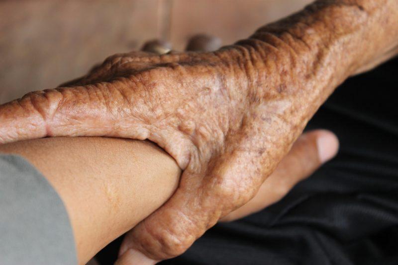 סיוע עזרה קשישים
