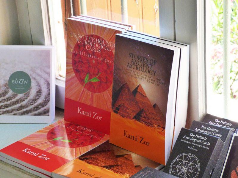 הספרים של קרני צור. צילום עצמי