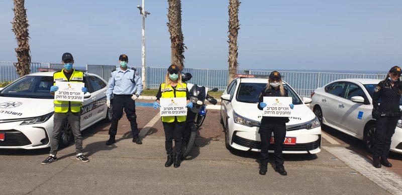 שוטרי מרחב איילון במפגן הצדעה לניצולי השואה בבת ים