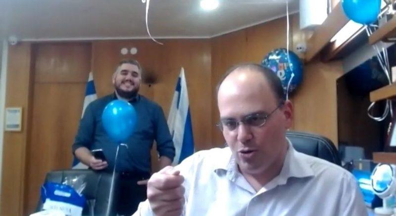 """ראש עיריית בת ים חגג יום הולדת 40 בזום: גם ביבי """"קפץ"""" לברך"""