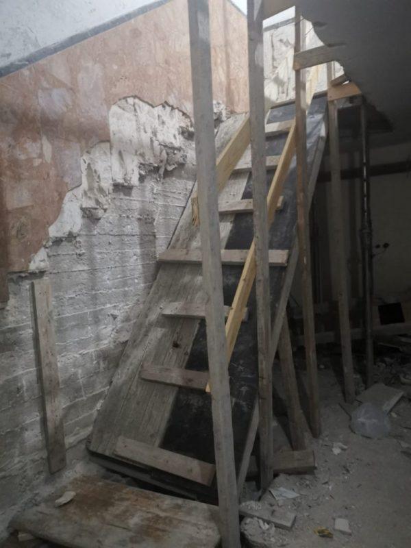 מדרגות בבניין ברחוב ההגנה