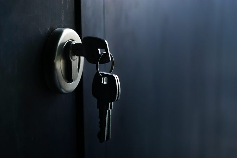 דלת ומפתח