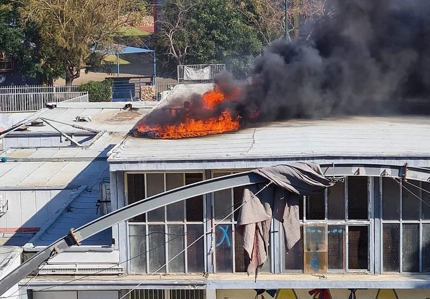 השרפה שפרצה בבית הספר בן גוריון (צילום: אלי יריב)